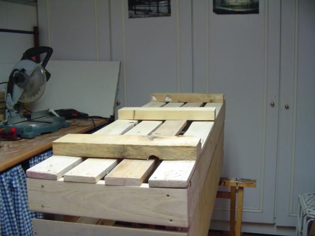 Jardineras hechas con tablas de palets - Como hacer jardineras con palets ...