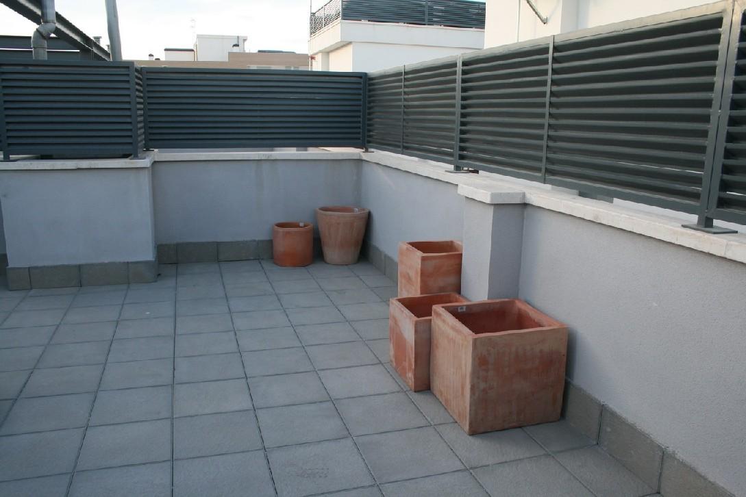 Intimidad valla met lica para terraza que d intimidad busco for Vallas de plastico para jardin
