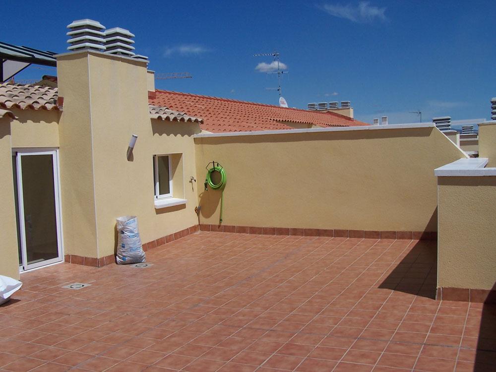 Mi terraza todav a vac a fotos para que me d is ideas for Macetas terraza diseno