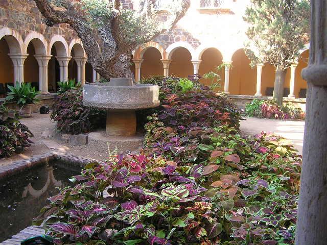 Fotograf as del patio de la casa del jard n bot nico de for Jardin botanico cap roig