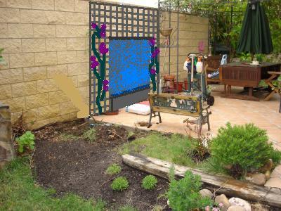 Mejorando mi peque o jard n quito madreselva qu pongo - Piedras de colores para jardin ...